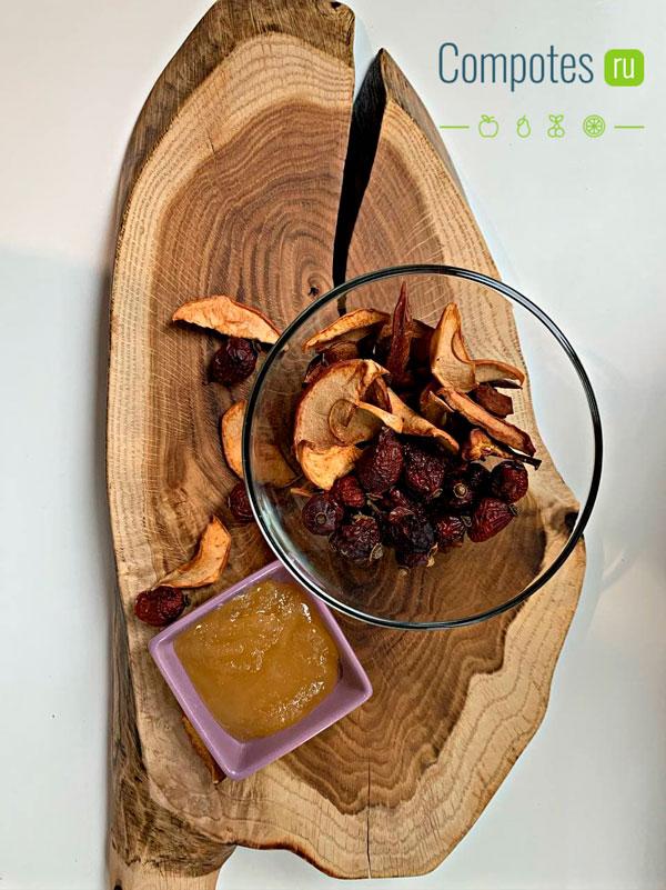 Сухофрукты, мед и шиповник в компот