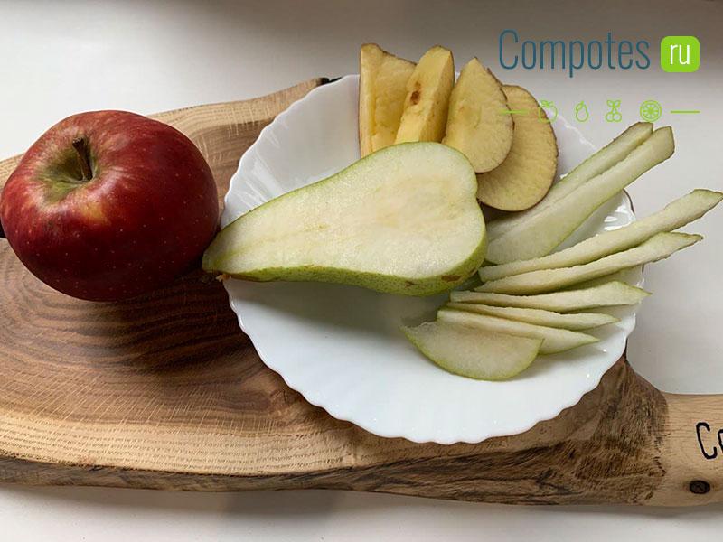 Яблоки и груша для компота