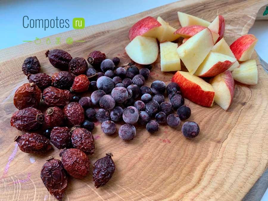 Яблоки, шиповник и черная смородина