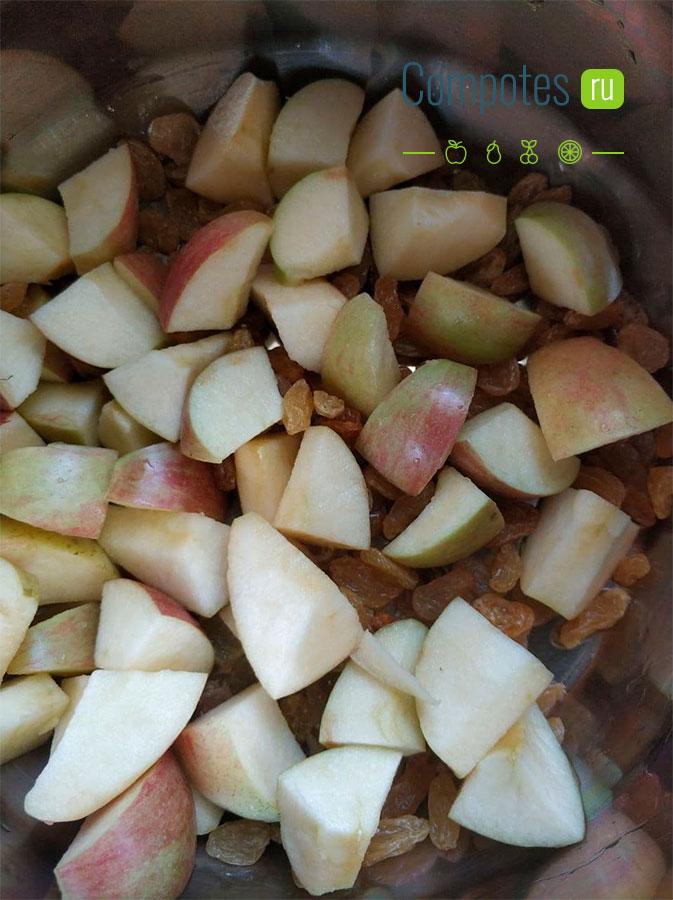 Яблоки и изюм в кастрюле
